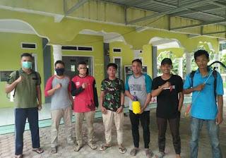 Cegah covid 19 Jelang Ramadhan,  Remaja Masjid Desa Lubuk Hulu Semprot Disinfektan Ke Masjid-Masjid