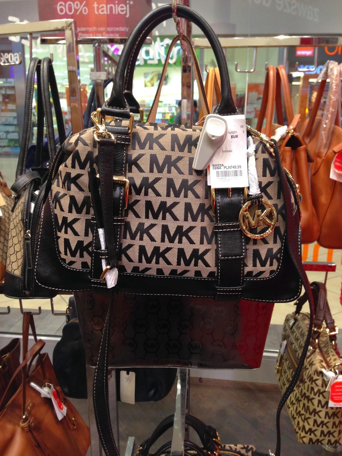 ec803c7487418 najdroższe torebki w sklepie to te z dwoma literkami 😉