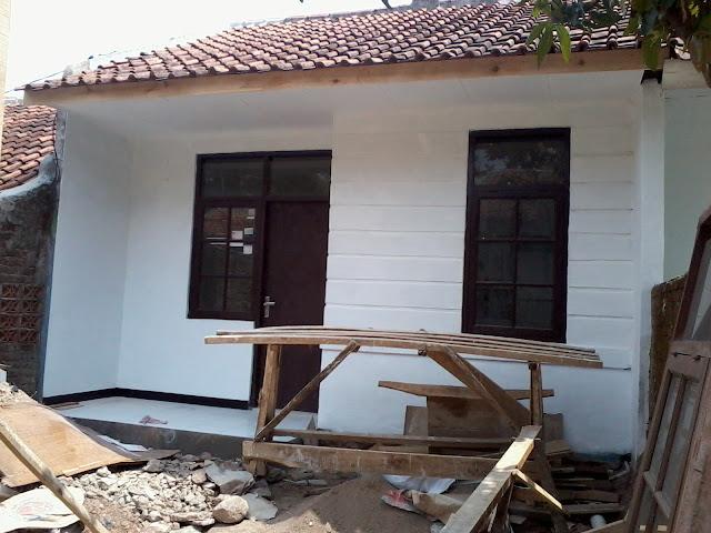 Kondisi setelah rumah selesai dicat dengan nuansa putih