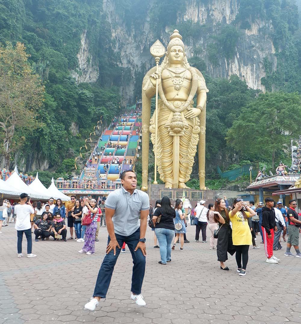 4 Tempat Menarik di Batu Cave Malaysia, Temple Cave, dark cave, cave villa, Ramayana Cave, Cara Mengunjungi Batu Cave dari Kuala Lumpur, Jam Operasional dan Harga tiket