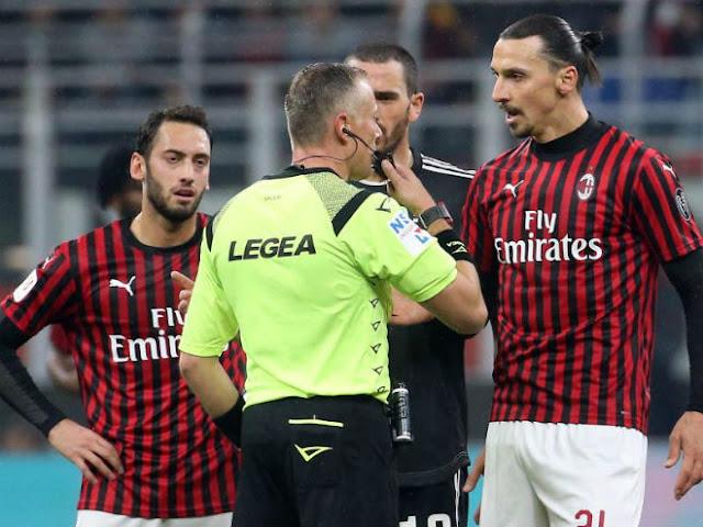 """Ronaldo cứu Juventus thoát thua Milan: Thầy Ibra """"sôi máu"""" kể tội trọng tài"""