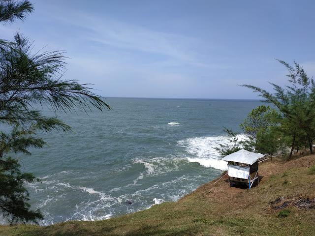 gazebo untuk santai di pantai lampon kebumen