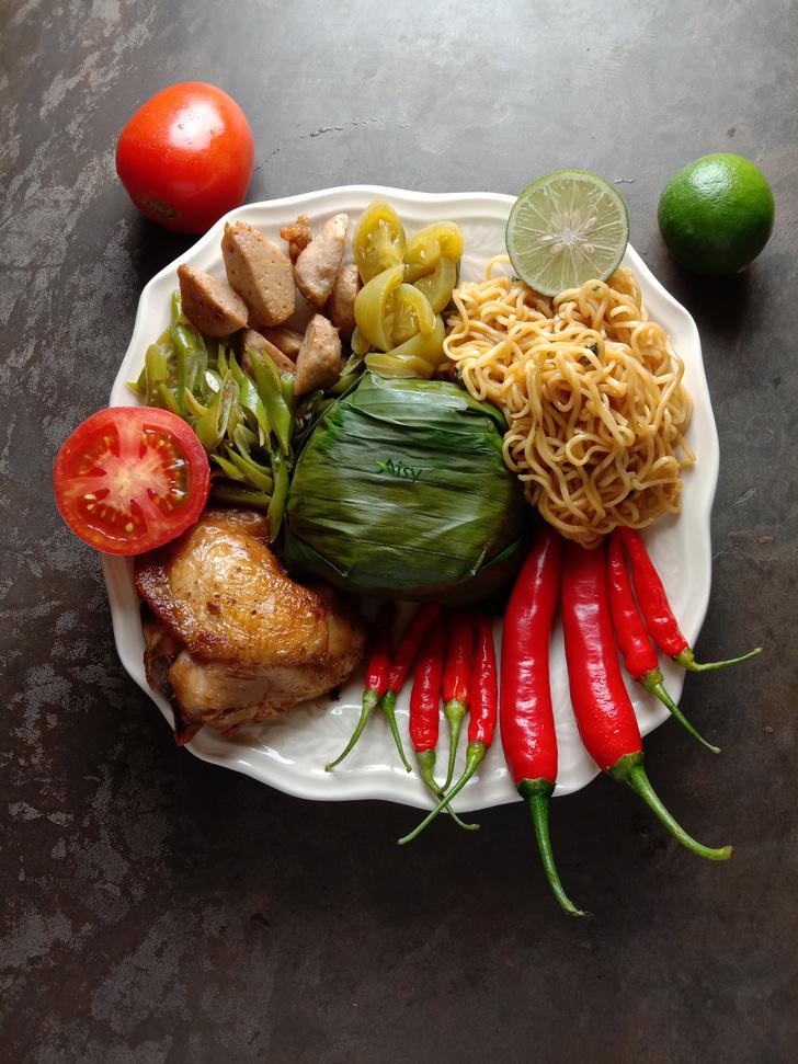 300 Nasi Kotak Ayam Goreng Mie Goreng Oseng Buncis