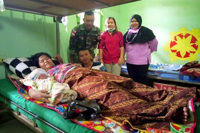 Kisah Dramatis Satgas Yonif MR 411 Kostrad Bantu Proses Persalinan Di Distrik Muting