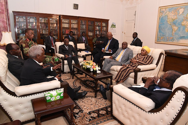 Robert Mugabe first seen, since been arrested at home