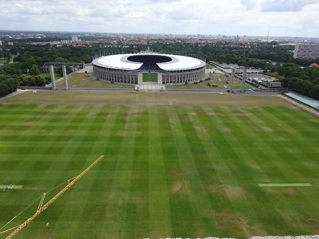 Blick über das Maifeld zum Olympiastadion