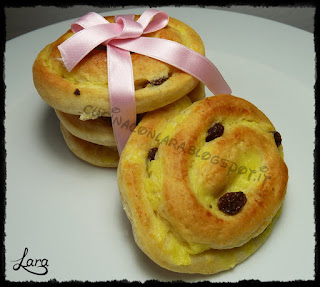 https://cucinaconlara.blogspot.it/2017/09/brioches-girelle-danesi-alla-crema.html