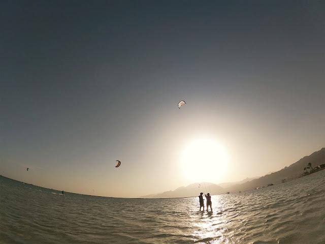 Kitesurfing; Dahab Lagoon, Dahab, Egipt