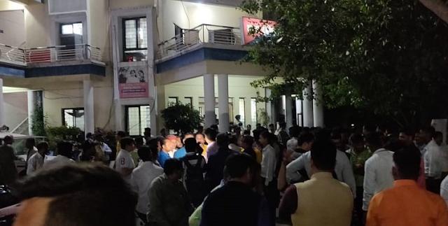 भाजपा नेताओं ने हबीबगंज पुलिस स्टेशन घेरा, कांग्रेसी हमलावरों के खिलाफ FIR की मांग