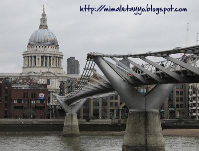 Vistas de St. Paul y el Millenium Bridge desde la Tate Modern