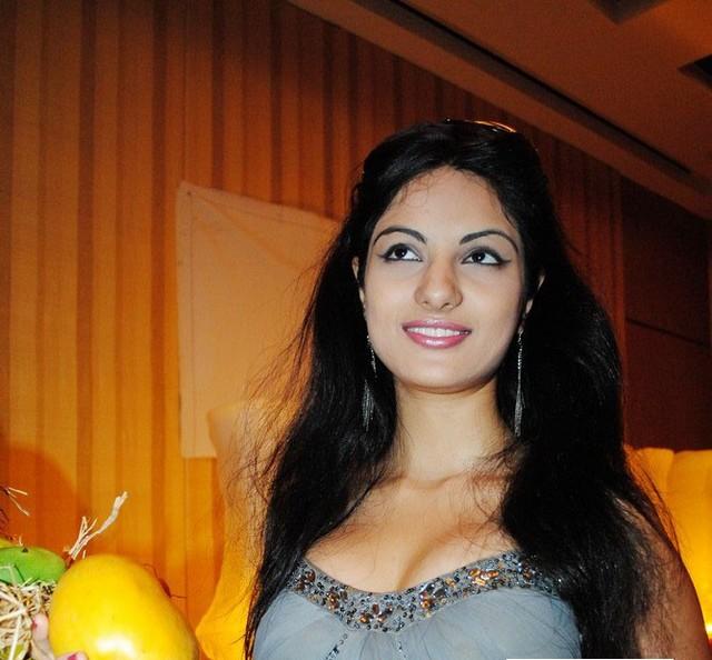 ACTRESS & ACTORS: Jinal Pandya Stills