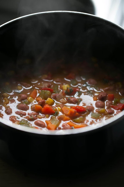 Vegan Bean Soup. - This delicious vegan bean soup is an express recipe. You have to brown the vegetables, add the rest of the ingredients and cook them for about 10 minutes.