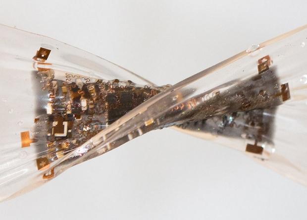 Разработана первая в мире многослойная стрейч-конструкция для интегральных схем носимой электроники: как её начали применять?