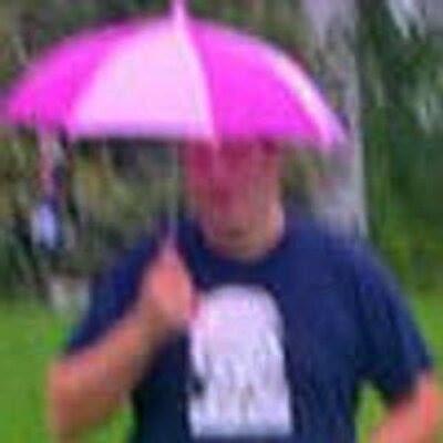 Kuvittele sateenvarjon pyörivän helikopterin roottorin lapojen lailla ja liikkeen tuottama nostovoima.