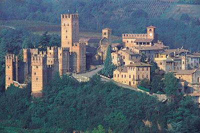 Se vuoi fare la tua vacanza in Emilia Romagna ecco uno dei piu' bei borghi medievali.