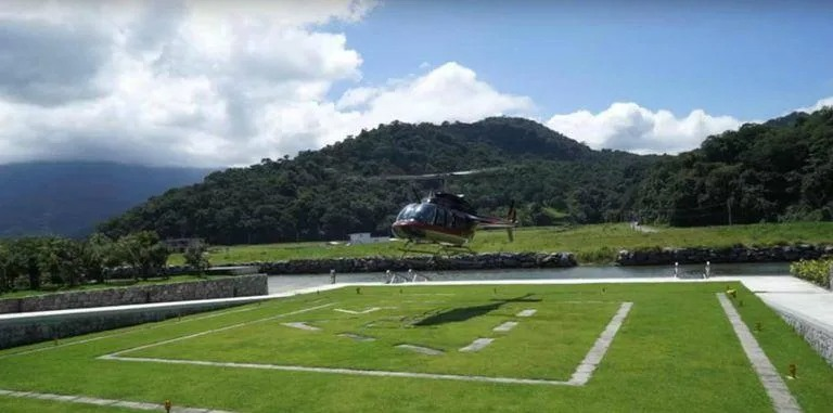 Cómo es el impresionante helicóptero a lo Batman de Neymar