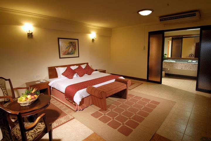 Bilik Hotel Penginapan Bukit Merah Laketown Resort