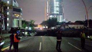 Jalan Raya Gubeng Surabaya Ambles, Berikut Video Sebelum Kejadian