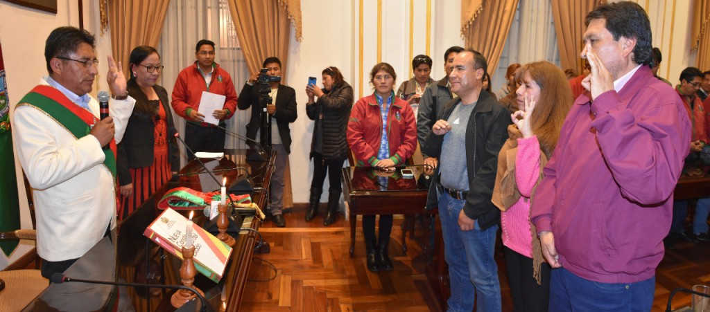 Patzi tomó juramento a tres nuevos funcionarios del GADLP