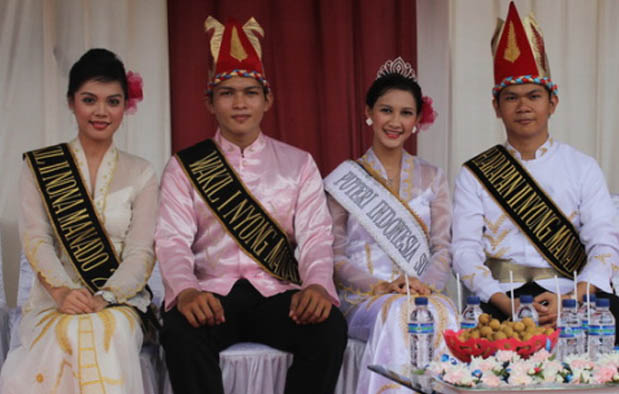 Pakaian Adat Sulawesi Utara Nyong Nona