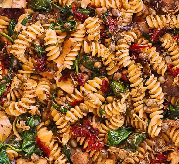 FUSILLI WITH SPINACH, ARTICHOKES, SUN-DRIED TOMATOES #vegetarian #dinner