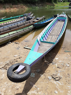 Perahu di dermaga tiwingan