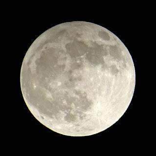 我が家の2階から撮った今日の月食の写真