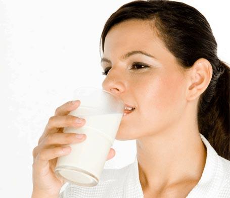 Viêm loét dạ dày có nên uống sữa không ?