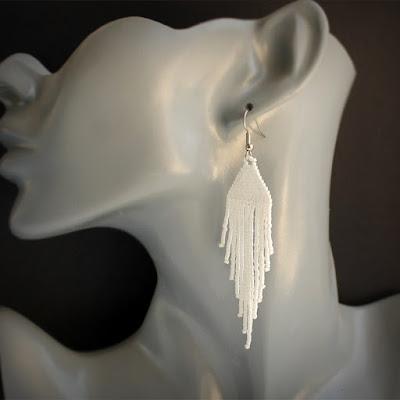 стильные молодежные украшения купить белые бисерные серьги с бахромой