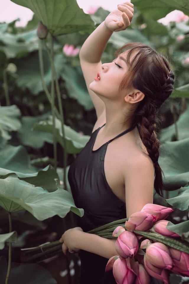 Cô gái quyền mình vào lá sen @BaoBua: Duyên