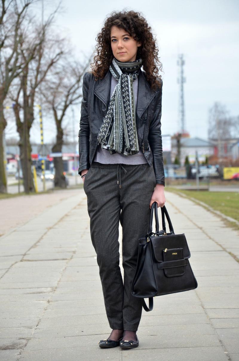 Eleganckie spodnie zamiast rurek. Promod, stylizacja do pracy. spodnie na kant, jak się ubrać