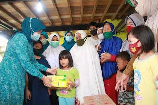 Masya Allah, Pengungsi Asal Barru Bahagia Dikunjungi Istri Bupati Barru