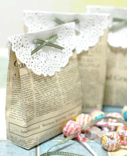 Bonita bolsa de papel de diario con blonda para souvenir