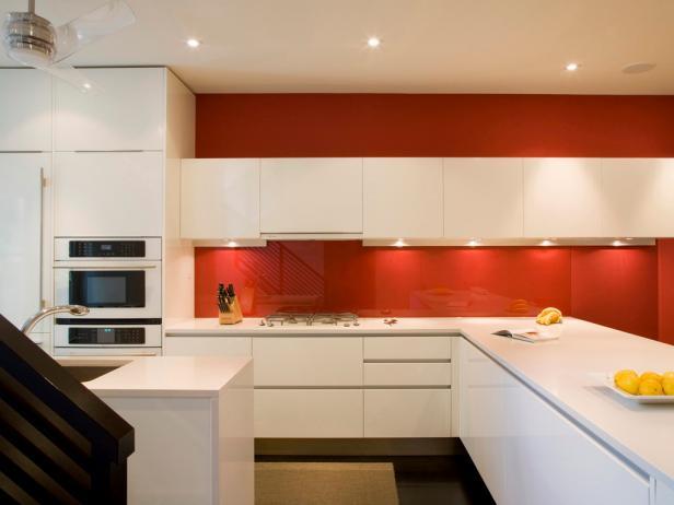 cách chọn kính màu ốp bếp