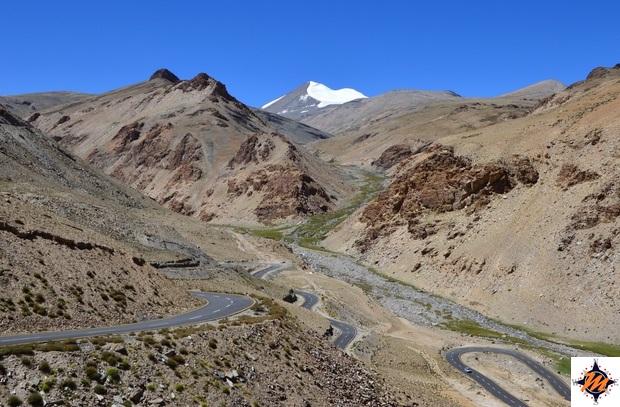 Salendo verso il Taglang La Pass