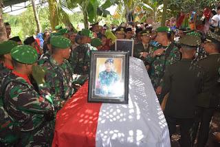 Jezanah Almarhum Praka Anumerta Sirwandi Disambut Keluarga dan masyarakat Dusun Selawing Sakra Selatan
