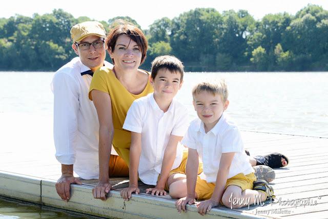 photo portrait de famille au bord de l'eau