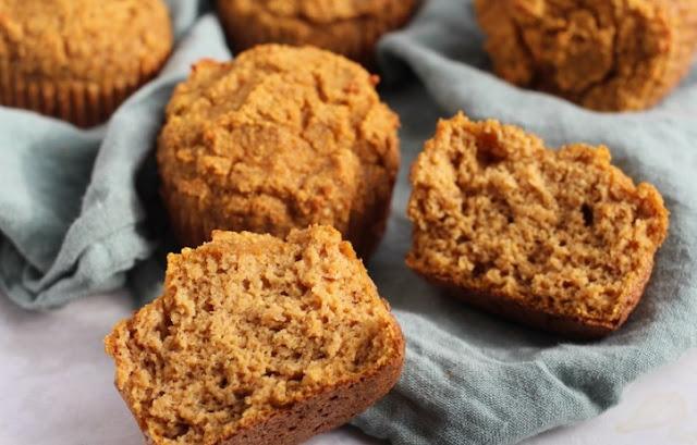 Gluten Free Paleo Pumpkin Protein Muffins #healthy #breakfast