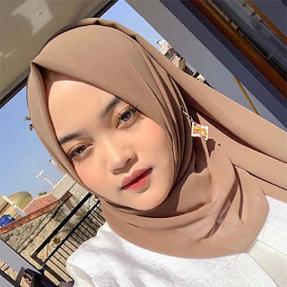 Putri Delina Berhijab