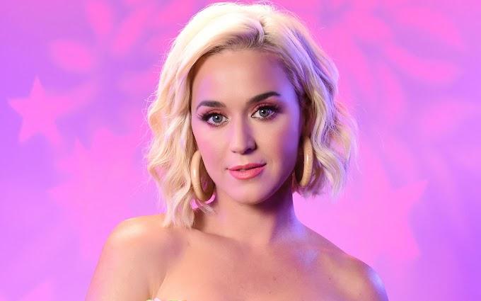 Katy Perry friss, fürdőruhás fotói: kislányával és Orlando Bloommal Görögországban nyaralnak