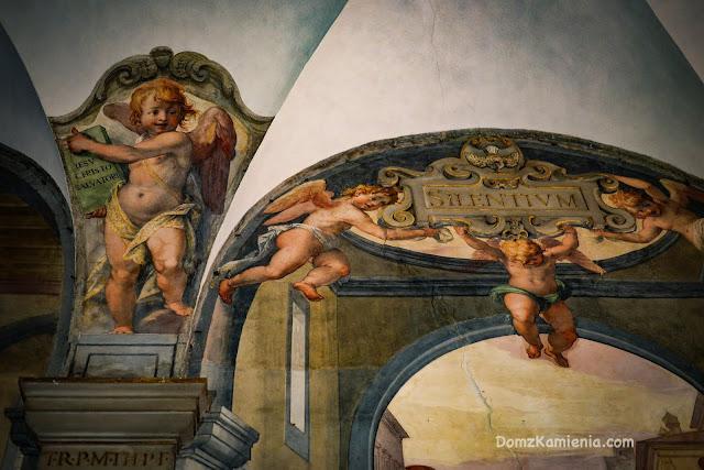 Chiostro dei Morti Santo Spirito, Dom z Kamienia