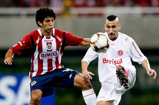 Guiñazú no duelo contra o Chivas, em 2010 (Foto: Reprodução)