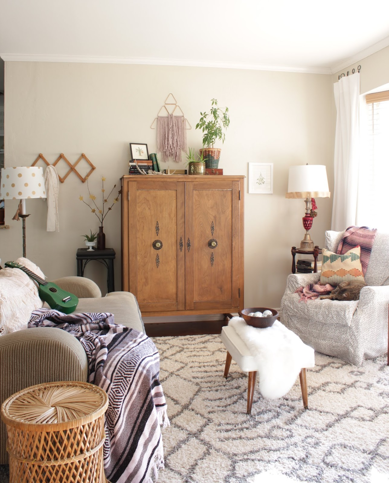 I get questions all the time about using sites like Marketplace and Craigslist for decorating. I've answered them here so that maybe you'll want to give it a try! | House Homemade