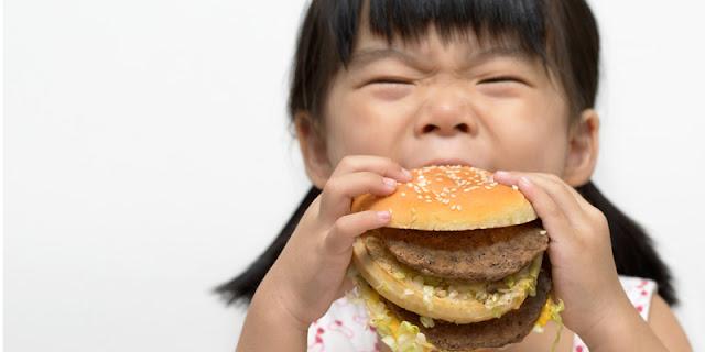 Agar Anak Tak Kecanduan Junk Food, Terapkan 3 Tips Berikut Ini!