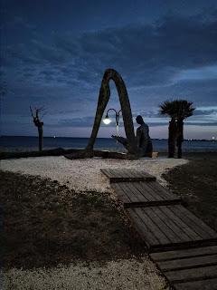 Escultura en el paseo marítimo de LÁmpolla, Tarragona