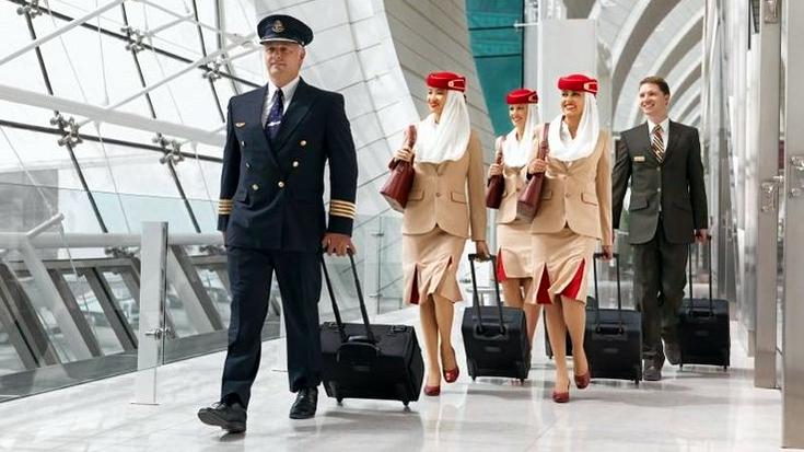 ماذا يحمل طاقم الضيافة في حقائبهم؟ What do cabin crew carry in their bags