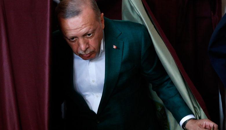 Η σιωπή Μπάιντεν σπάει τα νεύρα του Ερντογάν