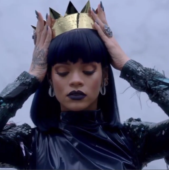 Rihanna rocks golden crown in new ''ANTI'' teaser (Photos)