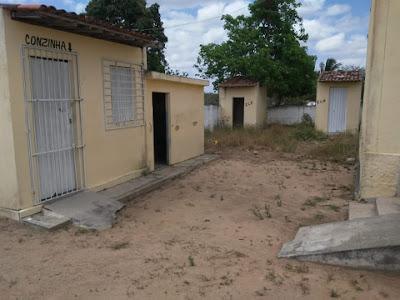 Em Monteirópolis, moradores do Povoado Amargoza ficam sem água,  após  terem  chafariz cortado pela Casal