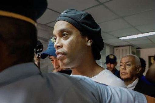 Dicta prisión preventiva para Ronaldinho en Paraguay